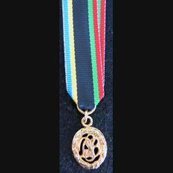 ALLEMAGNE : médaille miniature des sports allemande de grade or en métal doré brillant (224)