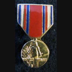 USA : Épinglette de la médaille de la World War II Medal (All Services) (4452)