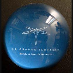 Presse verre publicitaire La Grande Terrasse Hôtels et Spas La Rochelle (C173)