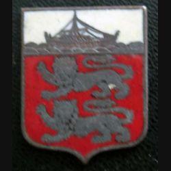 BLASON INCONNU : insigne métallique ancien blason en émail 29 x 30 mm