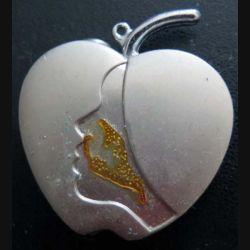 BRIQUET : briquet rechargeable en forme de coeur avec visage de femme