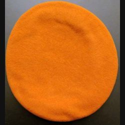 béret tchécoslovaque orange taille 58-59 (C167)