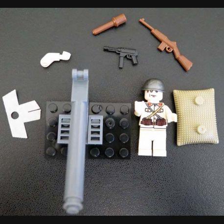 Pochette comprenant 1 personnage soldat japonais avec accessoires divers