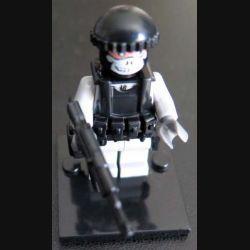 Pochette comprenant 1 personnage fanatique état islamique DAESH avec accessoires divers