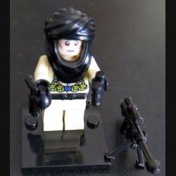 Pochette comprenant 1 personnage fanatique état islamique avec accessoires divers