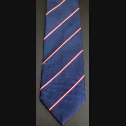 Cravate 100 % polyester rayée jaune et rouge dominante bleue fabriquée en France (C176)
