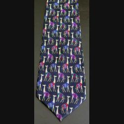 Cravate 100 %soie dominante noire avec girafes habillées fabriquée en Italie (C176)