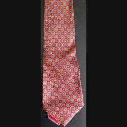 Cravate Jean Macé Paris 100 % soie à dominante rouge avec motis colorés (C176)