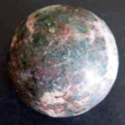 BOULE EN PIERRE 21 diamètre 5 cm couleur marbré vert et rose
