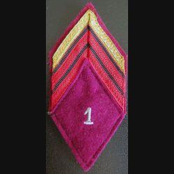 LOSANGE DE BRAS MODÈLE 45 : Caporal chef du 1° Régiment médical sans attache arrière