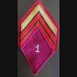 LOSANGE DE BRAS MODÈLE 45 : Caporal chef du 1° Régiment médical avec crochets arrière