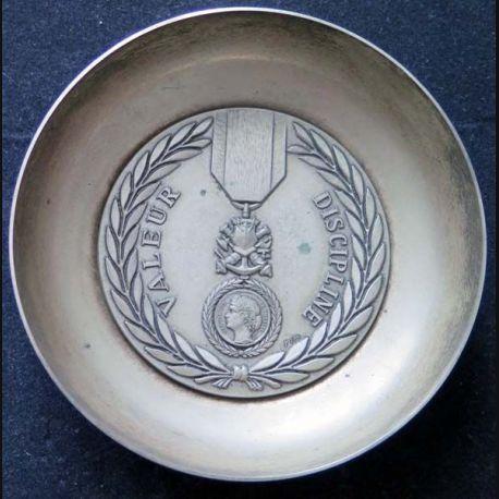 Coupelle métallique de la Médaille militaire