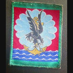 11° DP : insigne tissu de la 11° division parachutiste vert clair autour  5 x 6,5 cm sur scratch