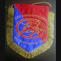 152° RI : drapeau des sous officiers du 152° régiment d'infanterie en fils dorés