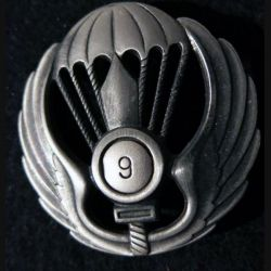 ITALIE : insigne métallique de beret du 9° Battaglione Paracadutisti