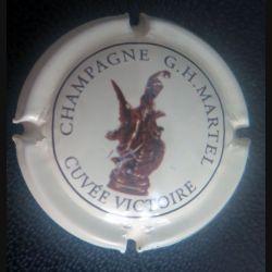 Capsule Muselet de bouteille de champagne G.H. Martel cuvée victoire (rayé) fond crème (L1)