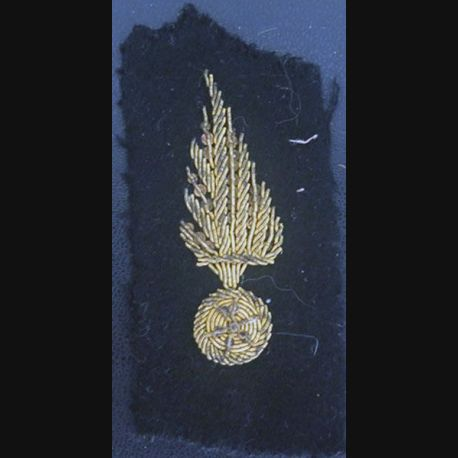 insigne de col : insigne tissu de col sur tissu noir grenade cannetille avant guerre