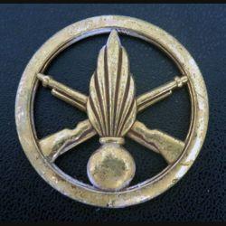 insigne de bérêt de l'infanterie de fabrication Coinderoux 1 attache cassée