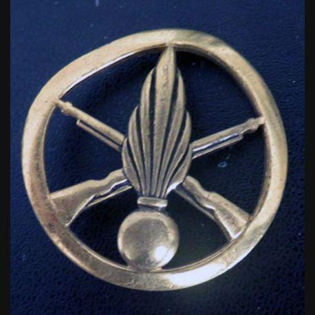 insigne de bérêt de l'infanterie de fabrication Bichet (déformé)