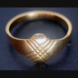 Bague en métal doré avec poinçon en forme de fleur ou hérisson (plaqué or ?)