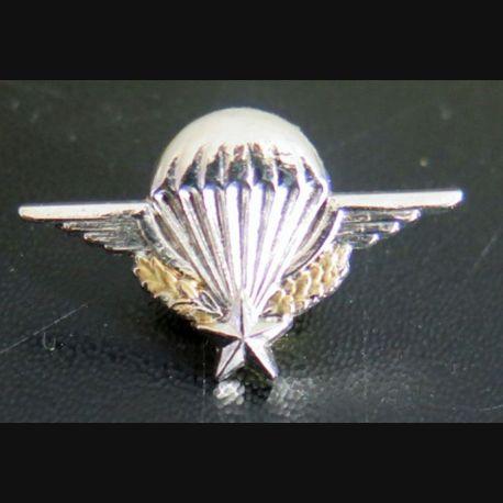 PARACHUTISTE : pin's représentant le brevet parachutiste militaire en réduction 18 x 30 mm Boussemart