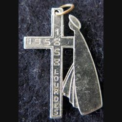 INSIGNE RELIGIEUX : croix du centenaire du pelerinage de Lourdes 1858 1958 en métal argenté