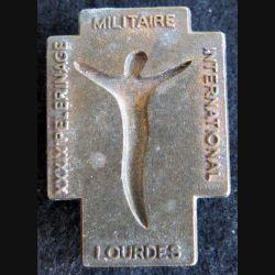 39° PMI : insigne métallique du 39° pélerinage militaire international de Lourdes de fabrication Martineau Saumur