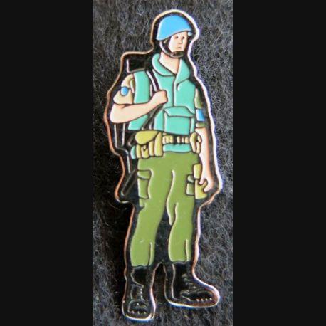 FORPRONU : Pin's représentant un légionnaire de la FORPRONU fabrication B.G. DIS