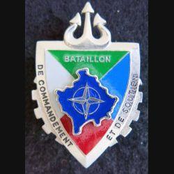 BCS KFOR : Insigne métallique du bataillon de commandement et de soutien de la KFOR G.4949.