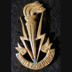 """BELGIQUE : insigne de béret des Transmissions armée Belge avec comme devise """"Omnia Conjungo"""" attache cassée"""
