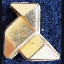 PIN'S DIVERS : Pin's cocotte en papier en métal doré 18 mm en 3D