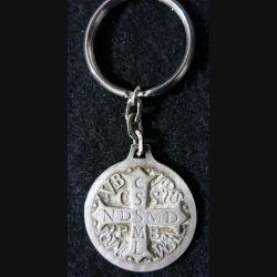 PORTE CLES : porte clés métallique religieux croix de Saint Benoit Sanctus Benedictus
