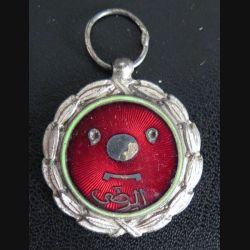 INCONNU : médaille émaillée rouge sans ruban