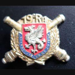 19° RA : insigne métallique du 19° régiment d'artillerie Delsart H. 323