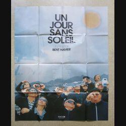 """AFFICHE FILM : affiche de cinéma du film """"Un Jour sans soleil"""" de 1999 dimension 115 x 158 cm (E037)"""