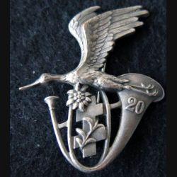 20° BCA : insigne métallique du 20° bataillon de chasseurs alpins de fabrication Arthus Bertrand Paris Déposé