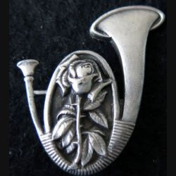 AMICALE : Insigne métallique de l'Amicale de  chasseur d'Orléans de fabrication Drago Paris