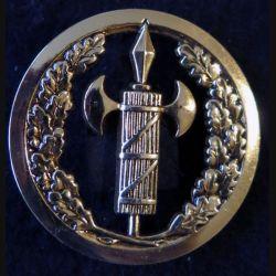 INSIGNE DE BÉRET : insigne de bérêt de la justice militaire de fabrication Beraudy-Vaure dos plat doré