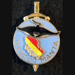 MANTA : Insigne métallique de l'Opération Manta type 1 Delsart sans couleur bleue drapeau tchad