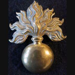 GRENADE : Insigne métallique Grenade pour casque Adrian de 4,5 x 5,8 cm en laiton