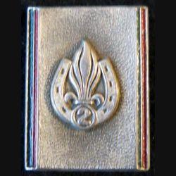 2° REI : insigne métallique du 2° régiment étranger d'infanterie de fabrication Boussemart peint