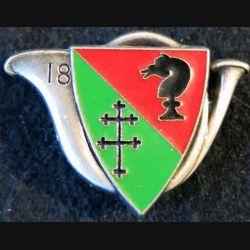 18° RCH : insigne métallique du 18° régiment de chasseurs de fabrication Delsart G. 1414