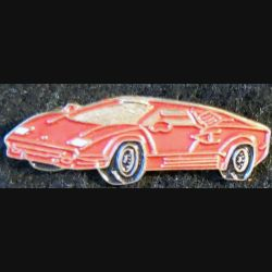 Pin's métallique peint  voiture de sport rouge de 10 x 3,1 mm