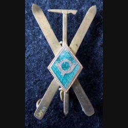DIVERS  : insigne métallique de ski avec cor de chasse en émail