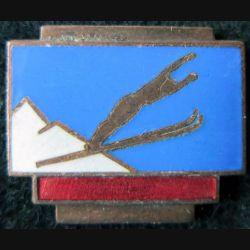 SKI : insigne de saut à ski de fabrication Augis Lyon en émail sans attache