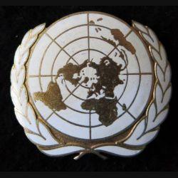 INSIGNE DE BÉRET : insigne métallique de béret bombé de l'Organisation des Nations Unies attache cassée