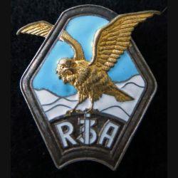 3° RIA : insigne métallique du 3° régiment d'infanterie Alpine fabrication L. Aubert en émail