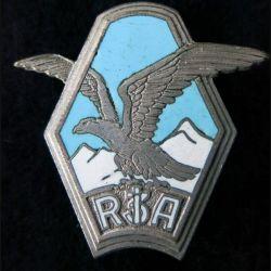 3° RIA : insigne métallique du 3° régiment d'infanterie Alpine fabrication Drago Paris en émail