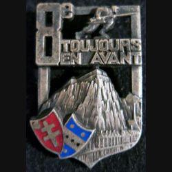 8° RI : insigne métallique du 8° régiment d'Infanterie de fabrication A.B Paris déposé émail