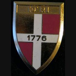 10° RI : insigne métallique du 10° régiment d''infanterie fabriqué par Arthus Bertrand Paris G. 2492 dos lisse matricé
